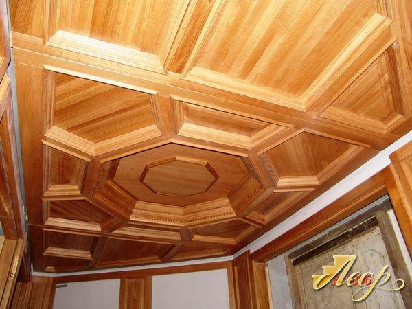 Деревянные потолки из вагонки фото